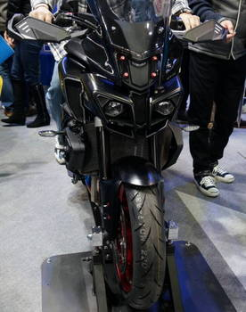 04 Yamaha MT-10 正面顔.JPG