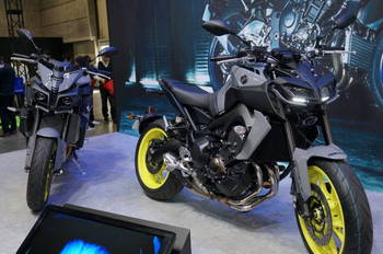 11 Yamaha MT-10 & MT-09.JPG